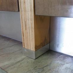 Perfil Protetor em Aço Inoxidável para a Lateral de Armário de Cozinha